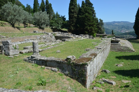 Etrusco-Roman_temple,_first_built_around_the_late_4th_century_BC,_destroyed_by_fire_in_the_1st_century_BC_and_rebuilt_by_the_Romans_under_Augustus,_Roman_Faesulae,_Fiesole,_Italy_(196674